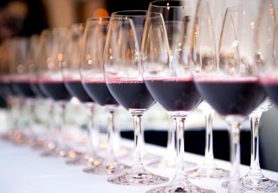 red-wine-tasting-line-up-of-glasses